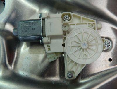 Motoras macara usa stanga fata Mercedes E-Class W212 2010-2015 A2048200142
