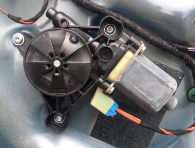 Motoras macara usa dreapta fata Audi A3 8V 2012-In prezent 5Q0959802B