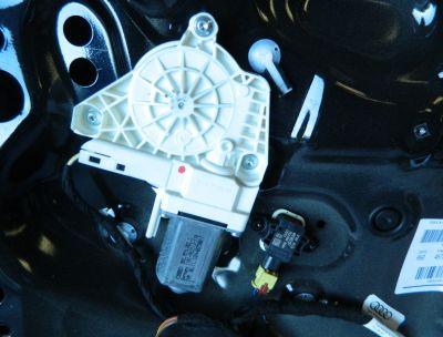 Motoras macara usa dreapta fata Audi A1 8X 2010-In prezent Cod: 8K0959802C