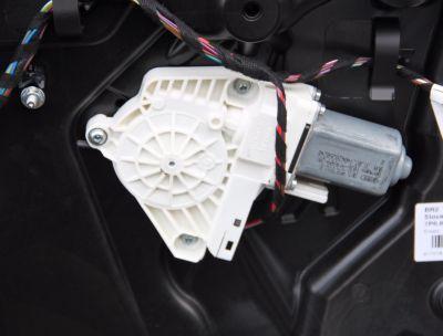 Motoras macara usa dreaptafata VW Touareg (7P) 2010-2018 8K0959802B