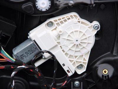 Motoras macara usa dreapta spate VW Touareg (7P) 2010-2018 8K0959811A