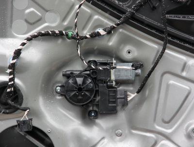 Motoras macara usa dreapta spate VW Tiguan (AD1) 2016-In prezent 5Q0959821E