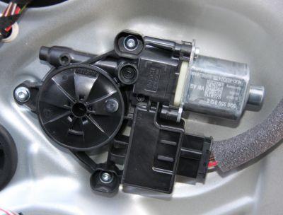 Motoras macara usa dreapta spate Skoda Octavia 3 (5E3) 2013-prezent 5Q0959812E